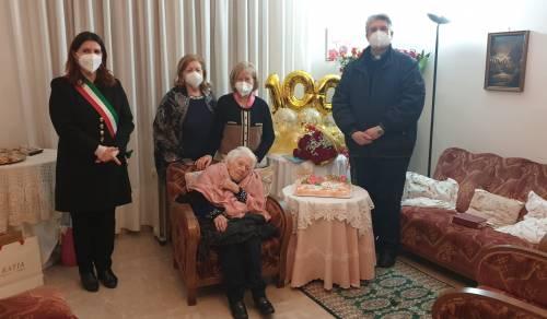 Immagine: Menfi festeggia i 100 anni della sig.ra Laura Alongi