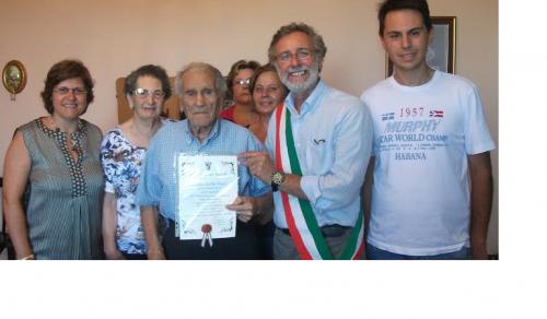 Immagine: Festeggiati i cento anni del cittadino Calogero La Sala!!