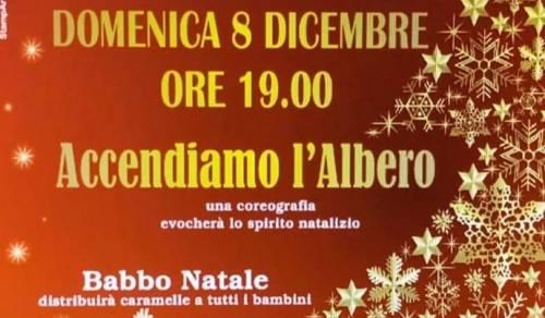 Immagine: Accendiamo l'albero - Domenica 8 dicembre ore19,00.
