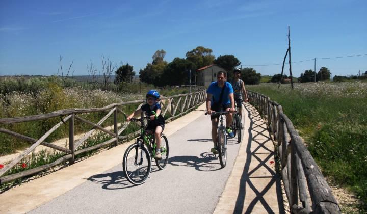 Immagine: Menfi completa la Greenway: 17km di pista per pedalare dal Belice al Carboj!