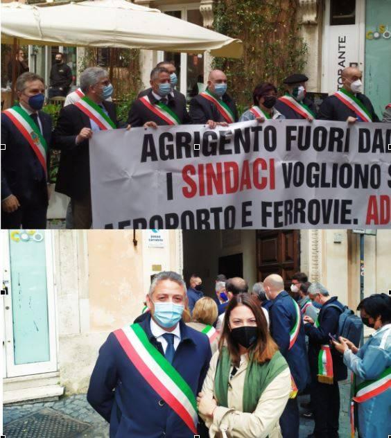 Immagine: Anche il Comune di Menfi presente oggi a Roma per protestare per l'assenza nel Recovery Plan del completamento dell'anello autostradale -Castelvetrano Gela